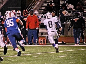 Jamal Wellmaker runs around right end against East St. Louis / Photo by Roger Starkey