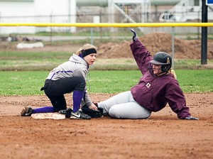 Carlee Mahan applying a tag / Photo by Sherry Holten