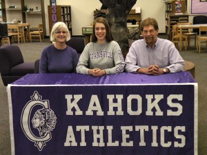 Cathy Schreiber, who will play volleyball at Evansville. Her parents Maureen and Bill are seated with her / Photo by John Layton