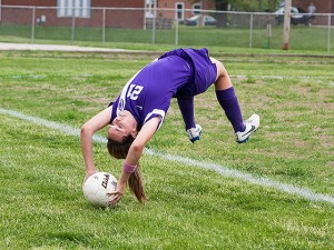 Chayse Richardson executes a flip throw in / Photo by Sherry Holten