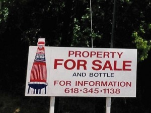 Sign announcing the sale of the World's Largest Catsup Bottle / Photo by Roger Starkey