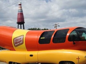 The Oscar Mayer Wienermobile admiring The World's Largest Catsup Bottle / Photo courtesy of Oscar Mayer
