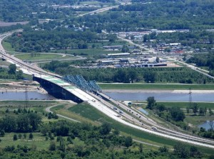 The new Chain of Rocks Canal Bridge on the left will replace the twin bridges on the right / Photo courtesy of the Illinois Department of Transportation